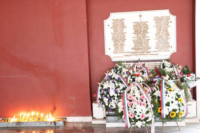 Commemoration Held and Wreaths Laid at the Commemorative Plaque Dedicated to the Fallen Students and Employees